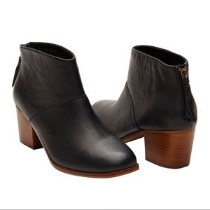 Toms   Black Full Grain Leather Leila Booties